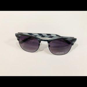 🌸New🌸Guess Plastic Sunglass